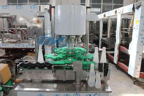 Máy xoáy nắp chai bán tự động 6 đầu